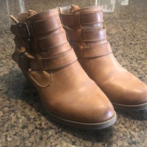 Boots in good condition. No scuffs or scratches.